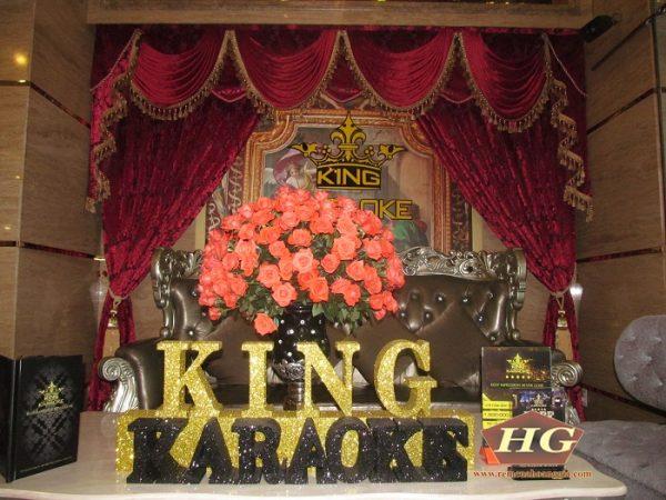 Rèm nữ hoàng tại King Karaoke