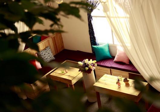Trang trí quán cafe bằng rèm cửa phù hợp