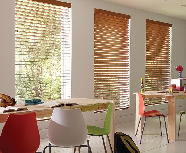 Không gian đẳng cấp hơn với rèm cửa sổ bằng gỗ